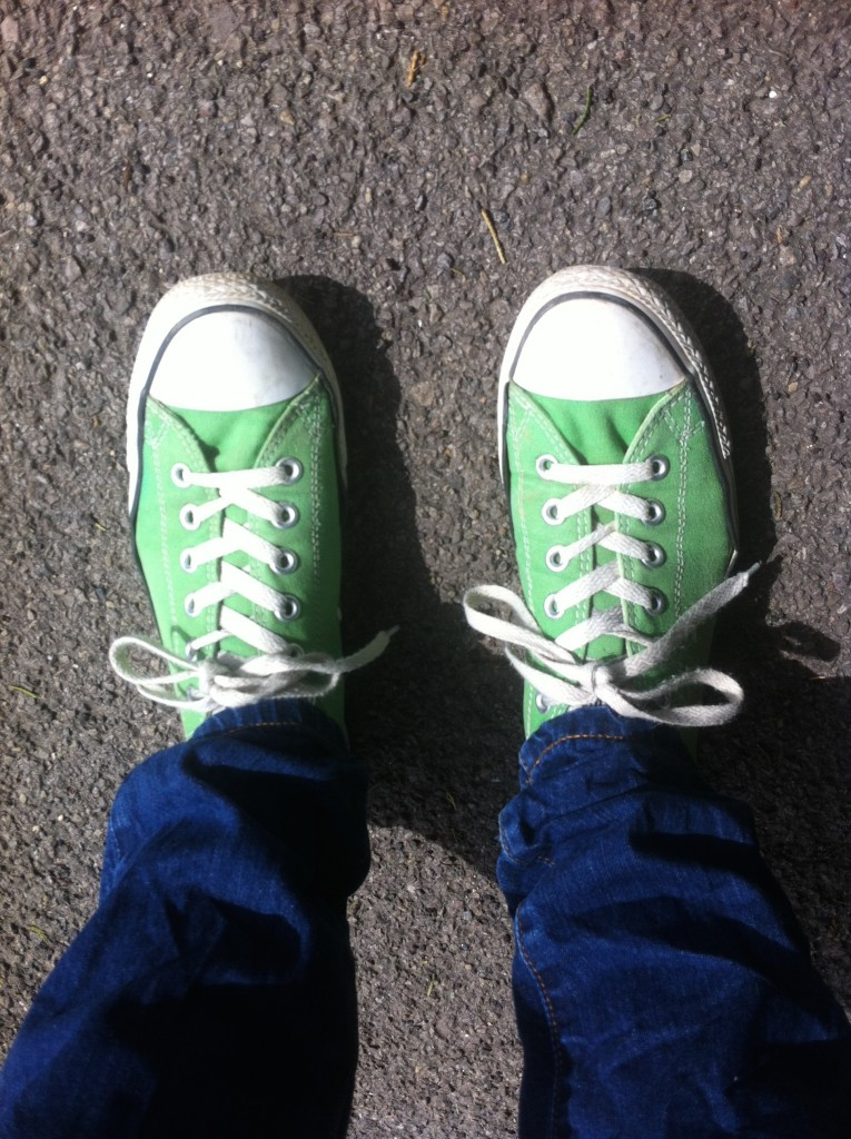 Converse, walking, 365