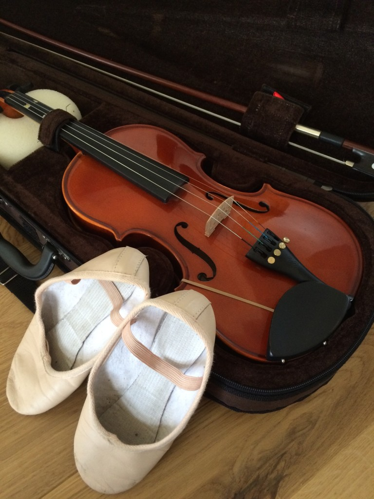 Violin, Ballet shoes, 365, 366