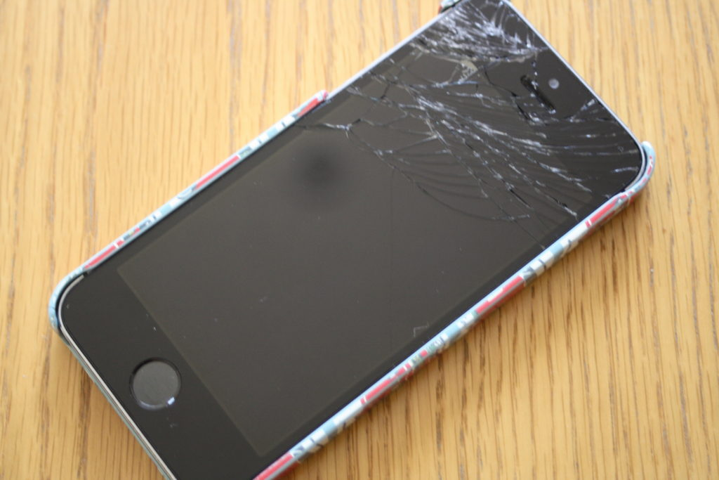 iPhone 5, Broken phone, 365
