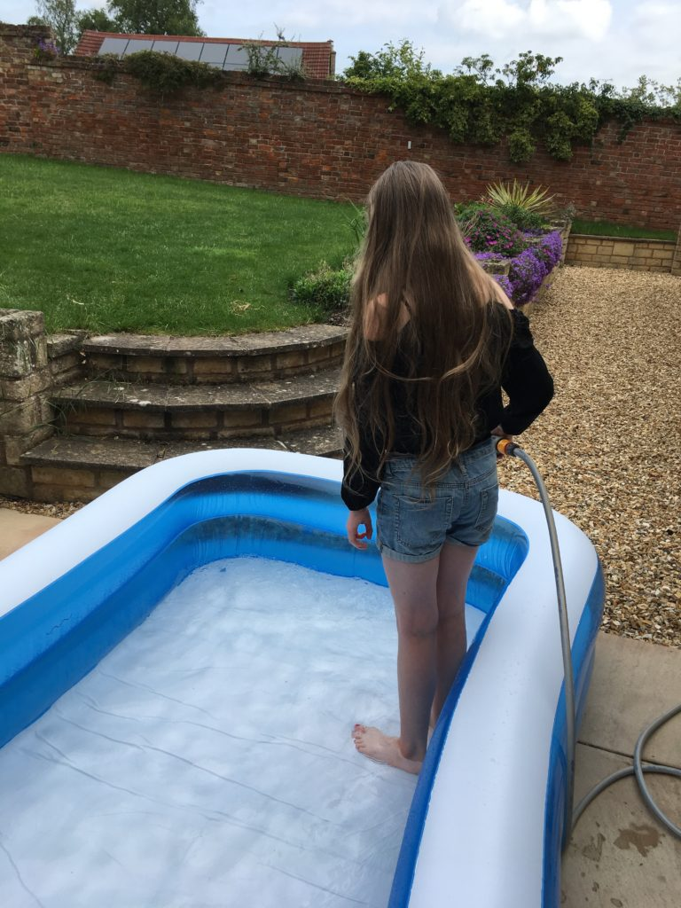 The paddling pool, Daughter, Water