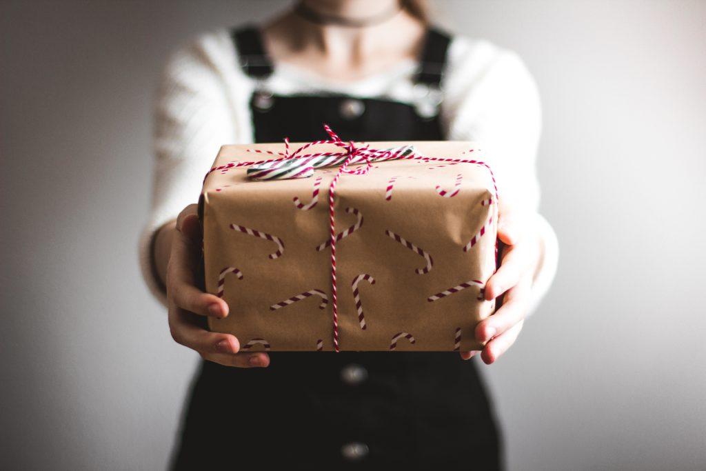 Christmas, Christmas present, Last minute ways to save money at Christmas