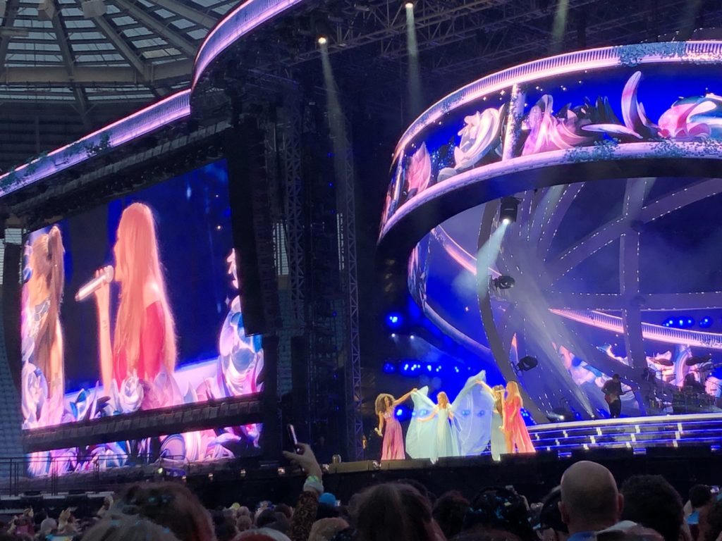 Viva Forever, Spice Girls, Spice World tour, Ricoh Arena, Spice Up Your Life