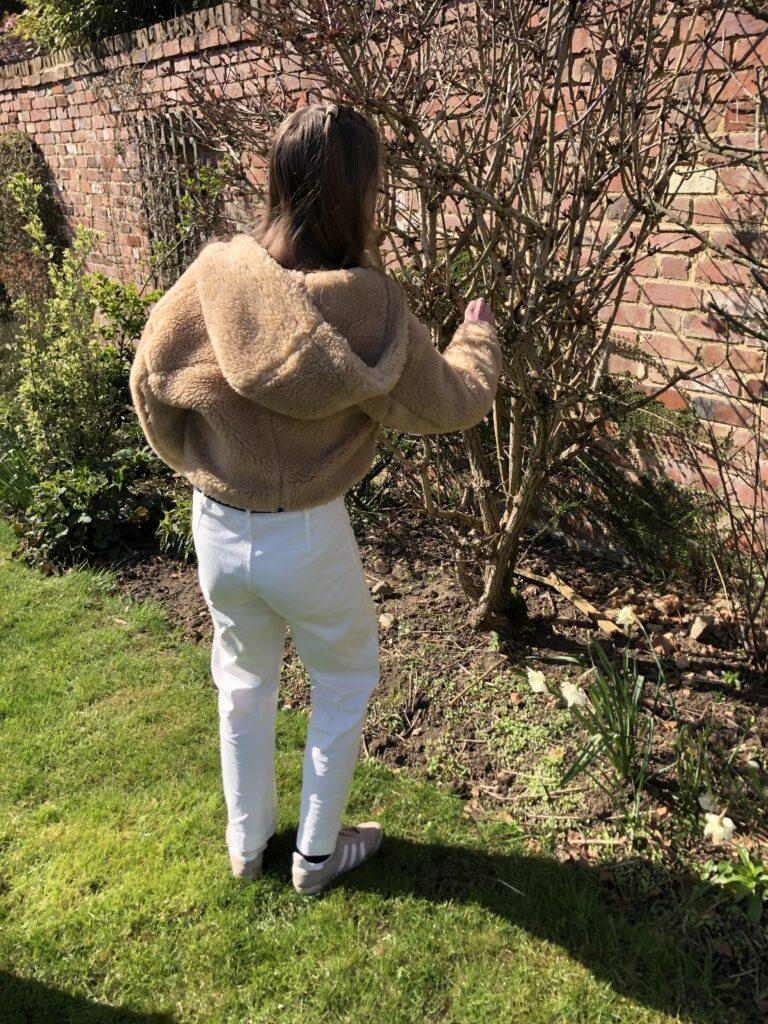 Easter egg hunt, Garden, Easter Sunday, Daughter, Teenager
